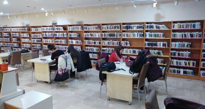Kütüphaneler akşamda açık kalacak