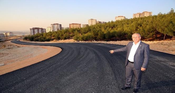 Beykent'te yeni açılan yollar asfaltlanıyor