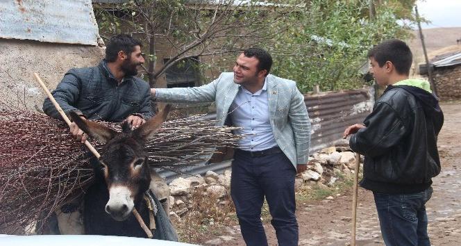 Sivaslı siyasetçi 10 günde 85 köy gezdi