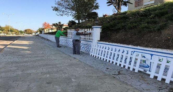 Başiskele'de dekoratif duvarlar çitlerle güzelleşiyor