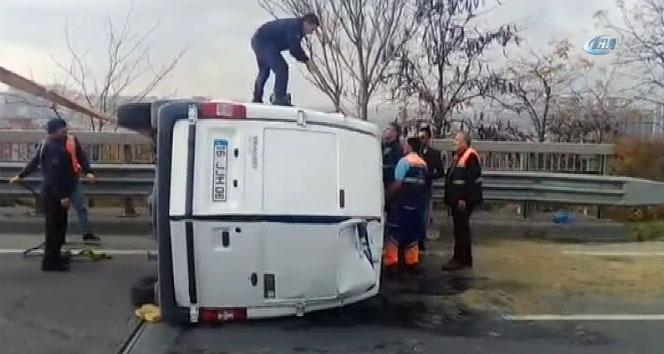 TEM otoyolunda su yüklü araç devrildi, trafik kilitlendi