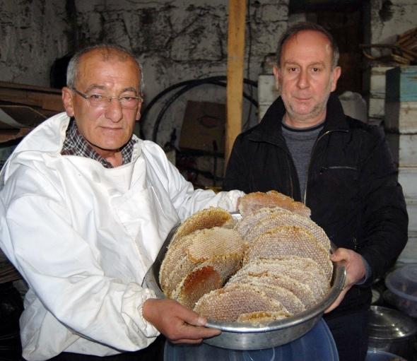 Bitlis'te dünya 3'üncüsü karakovan balının hasadı yapıldı