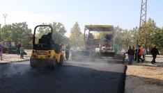 Yollara asfalt ve kilit taşı