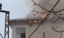 Ev yangınında tüpün patlama anı kamerada