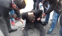 Taksimde uyuşturucu maddenin etkisindeki genç yere yığıldı