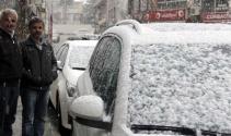 Hakkari'de lapa lapa kar yağdı