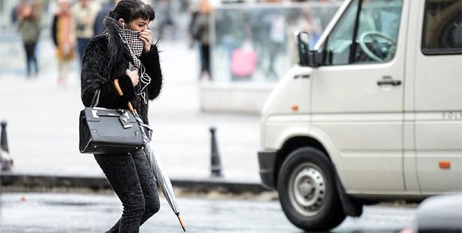 İstanbul'da rüzgarla mücadele