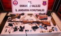 Osmaniye'de çok sayıda mühimmat ve patlayıcı ele geçirildi