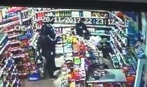 Markete giren hırsızlar kamerada
