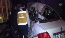 Şişlide otomobil, duran kamyonete çarptı; 3 yaralı