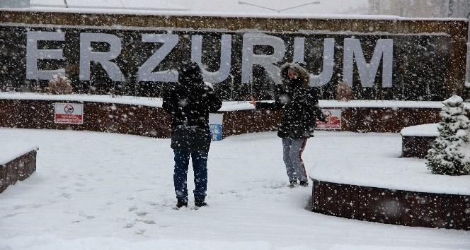 Erzurumda yoğun kar yağışı