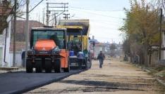 Karaman Belediyesi iki mahallede 65 sokağı asfaltladı