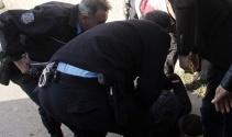Önce bakkalı taradılar sonra polise saldırdılar