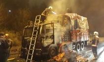 Ankarada domates yüklü kamyon yandı