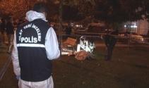 İzmirde parkta oturan bir kişi infaz edildi