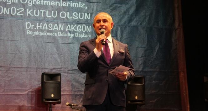 Başkan Akgünden siyasilere öğretmenler için çağrı