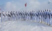 Kato Dağında Jandarma komandolar Öğretmenler Gününü kutladı