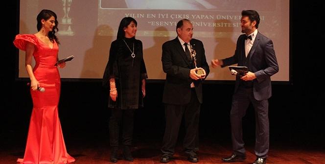 """""""Yılın En İyi Çıkış Yapan Üniversitesi"""" ödülü Esenyurt Üniversitesi'nin oldu"""