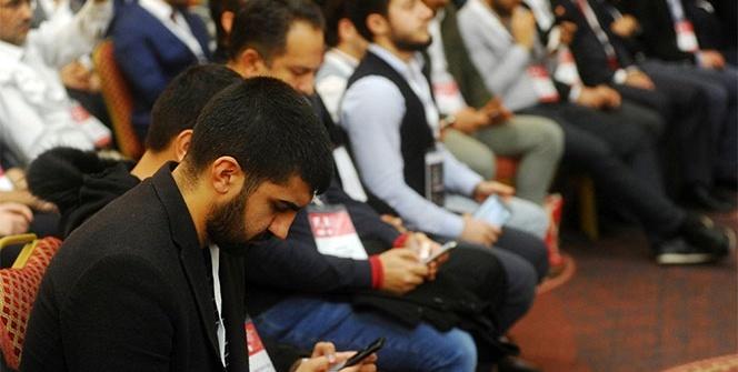 Teknoloji bağımlılığı kongresinde cep telefonlarıyla ilgilendiler