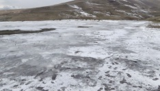 Tarla buz pistine döndü