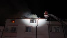 Karamanda 5 katlı apartmanın teras katında çıkan yangın korkuttu