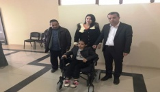 Şırnak Belediyesi engelli çocuğa akülü araç hediye etti
