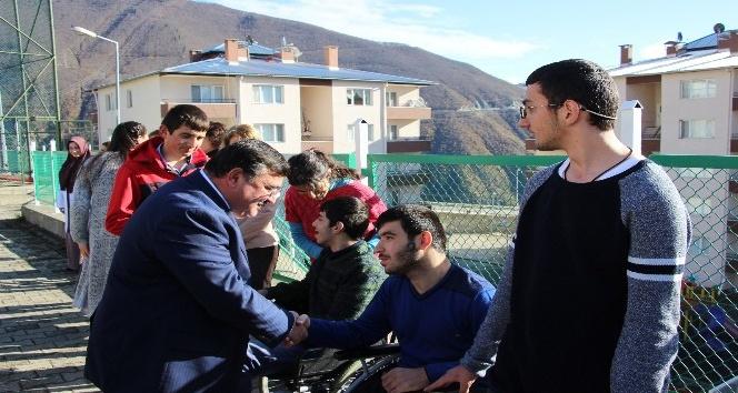 Artvin Basketbol Takımı, engelli öğrencilerle bir araya geldi
