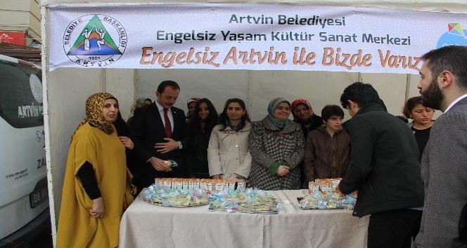 Artvinin Engel Tanımayan öğrencilerinden kurabiye ikramı