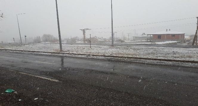 Tuzlucada mevsimin ilk karı yağdı