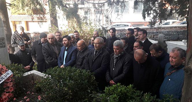 FIFA kokartlı ilk Türk hakem Sulhi Garan, mezarı başında anıldı