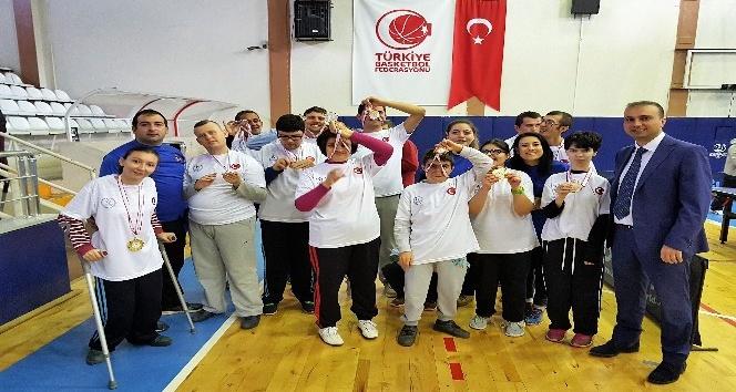 ''Dünya Engelliler Günü'' turnuvasında dereceye girenler ödüllendirildi