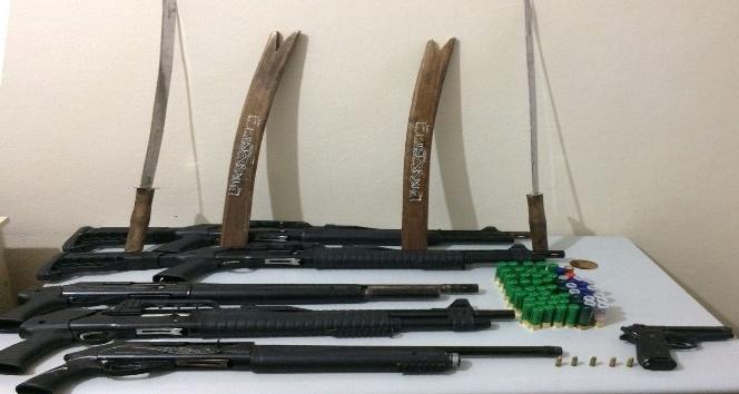Operasyonda çift başlı kılıç ele geçirildi