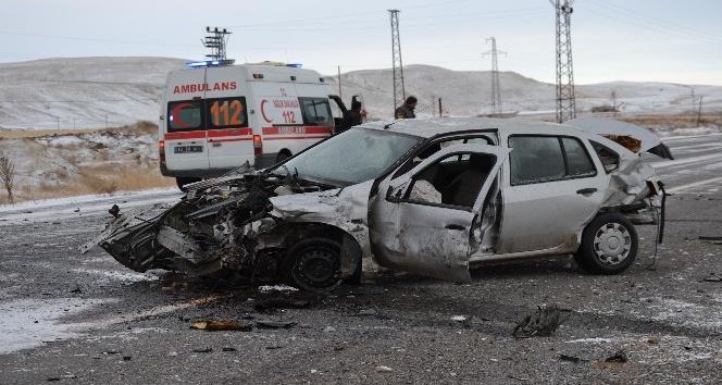 Ahlat'ta trafik kazası: 1 ölü, 2 yaralı