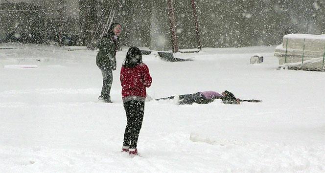 Ardahanda öğrencilerin kar sevinci