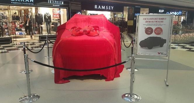 Aracın modelini tahmin ettiler, hediye bileti kaptılar
