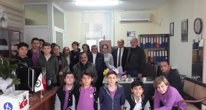 Burhaniyeli öğrenciler engellileri ziyaret etti