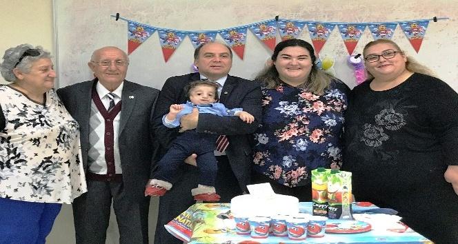 Treacher Collins sendromlu Baran bebek ilk doğum gününü doktorlarla kutladı