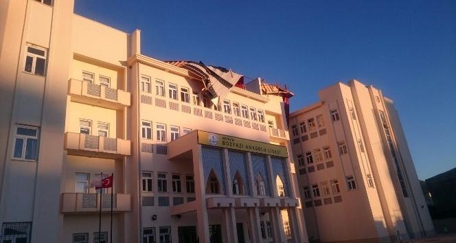 Poyraz, Bozyazı'da okulun çatısını uçurdu