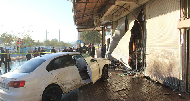 Otomobil okula giden öğrencilerin arasına daldı: 1 ölü, 1 yaralı