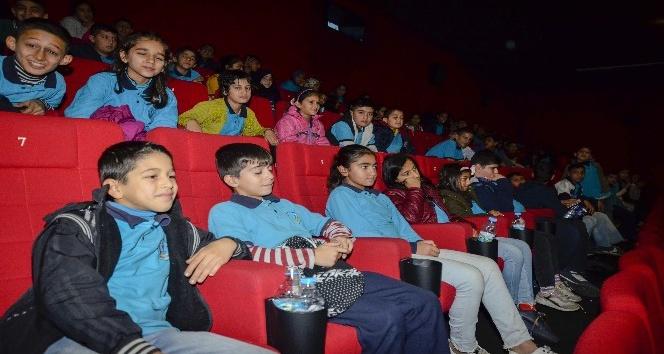 İlk kez sinemada film izlediler
