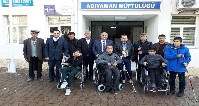 Müftülük engellilere tekerlekli sandalye ve baston hediye etti