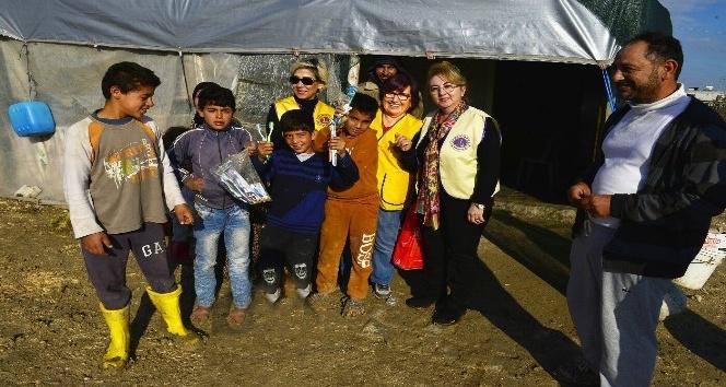 Suriyeli mültecilere diş fırçası ve diş macunu desteği