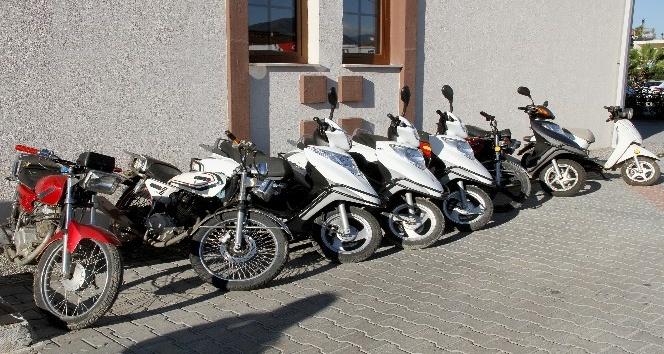 Motosiklet çetesi işbaşında yakalandı
