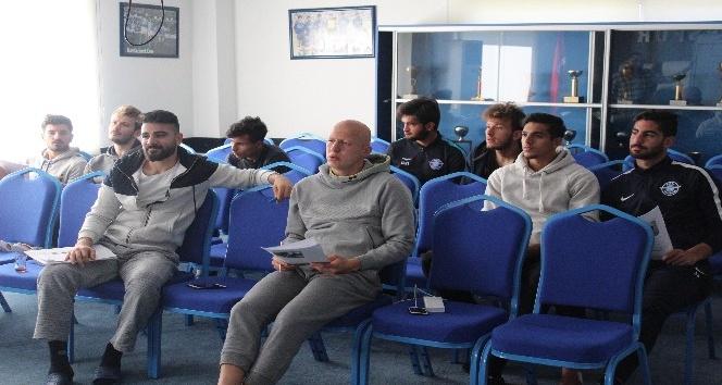 Adana Demirsporlu futbolcular İngilizce öğreniyor