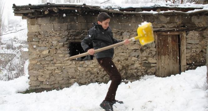 Şemdinlide kar yağışı!