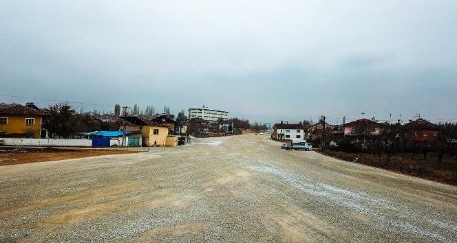 Büyükşehir Belediyesi 50 metre genişliğinde yol açıyor