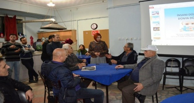 Bayan İl Milli Eğitim Müdürü velilerle kahvehanede bir araya geldi