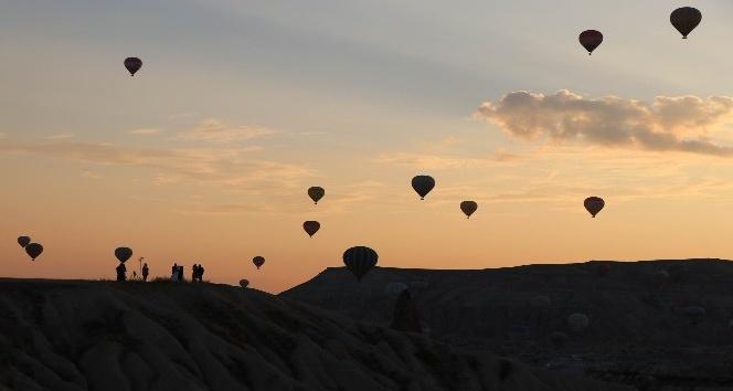 Kapadokya'da sıcak hava balonları havalanamadı