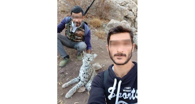 Öldürdükleri vaşakla fotoğraf çektirip paylaşan kaçak avcılara 8 bin 818 lira ceza