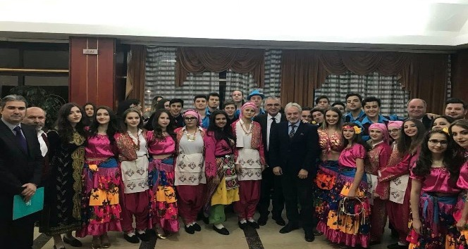 Edirne Belediyesi halk oyunları ekibi Karadağ'ı fethetti